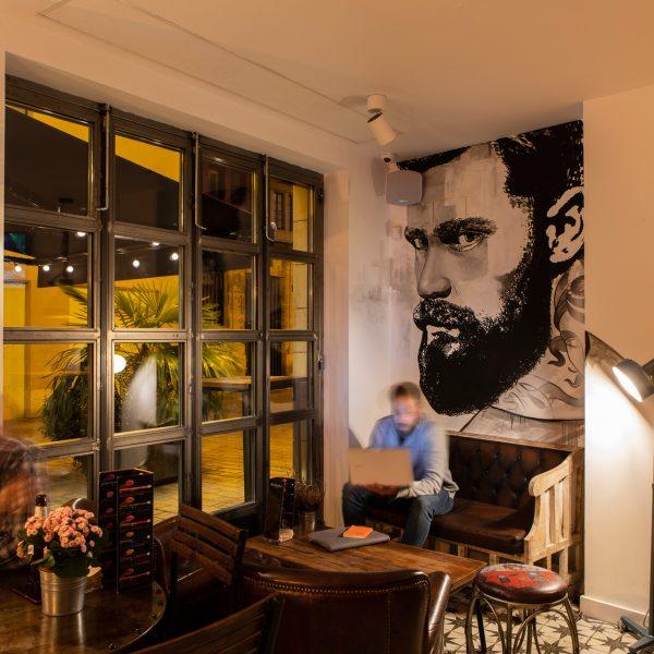 Winederful Hostel & Café