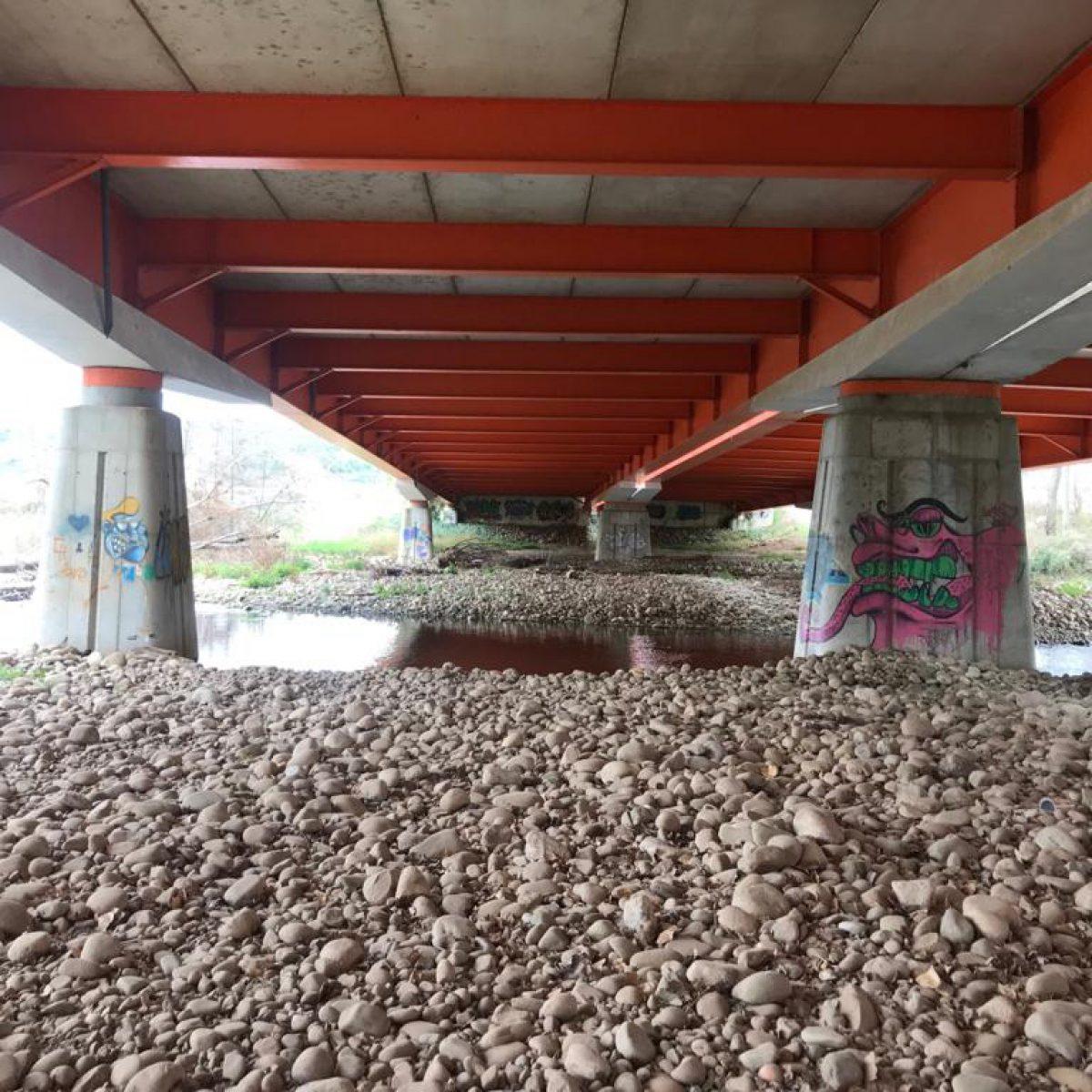 Puente sobre el río Iregua