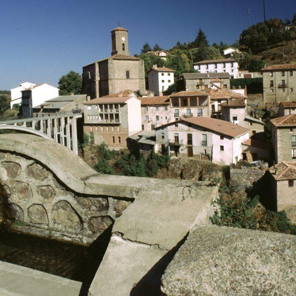 Ortigosa - Vista del pueblo e Iglesia de San Miguel